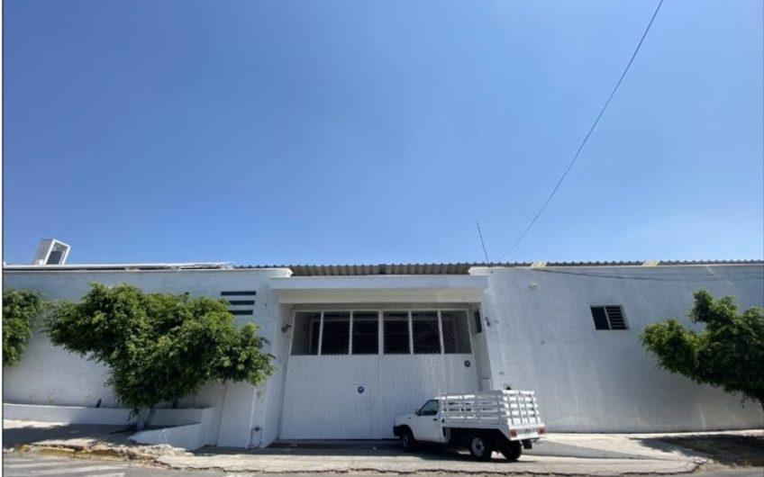 Bodega Moderna con Oficinas Zona Industrial en renta